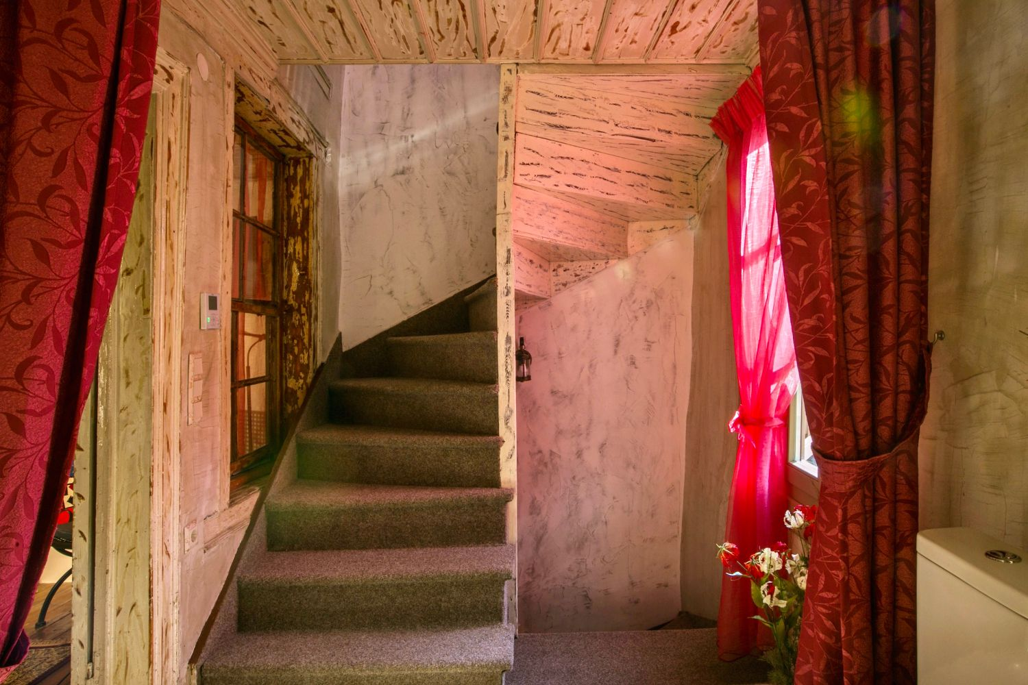 Ottoman Grande: Connecting Stairs
