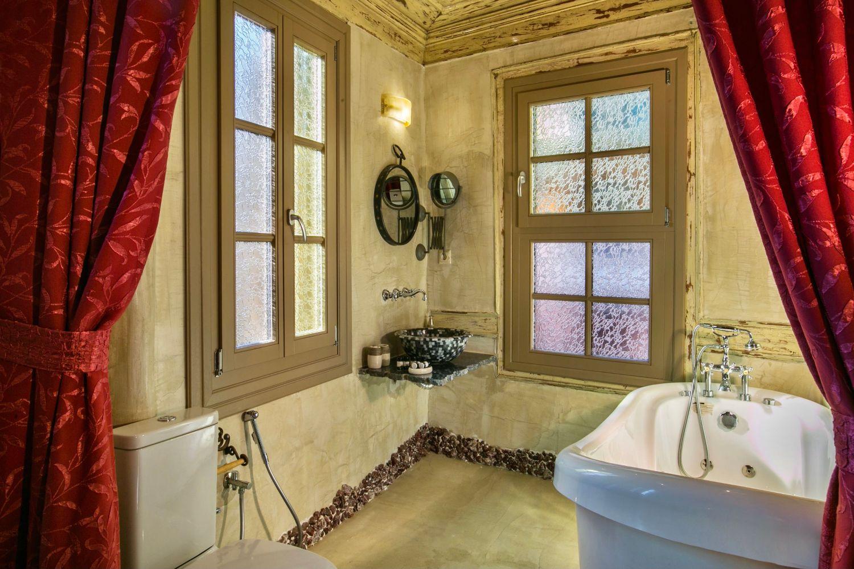 Ottoman Grande: Bathroom 2 with a bathtub