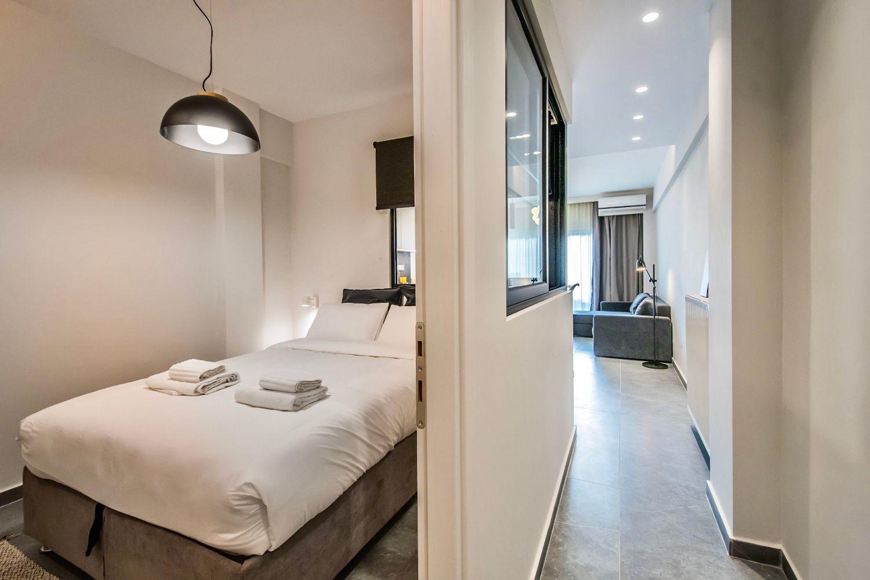 Dione είσοδος και υπνοδωμάτιο