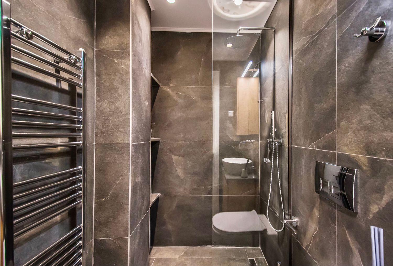 Dione Μπάνιο με ντους και τουαλέτα