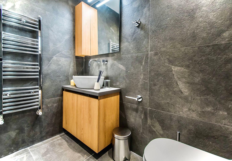 Clio Μπάνιο με ντους και τουαλέτα
