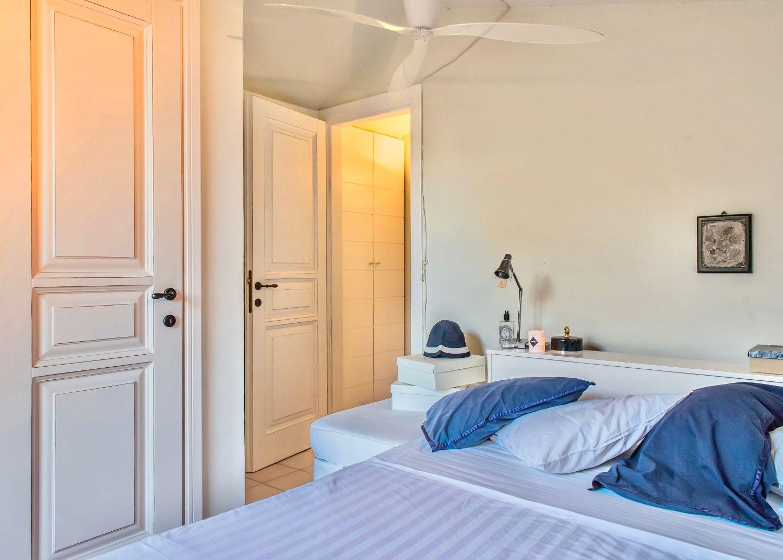 1ο Υπνοδωμάτιο με 1 Queen κρεβάτι και ιδιωτικό μπάνιο