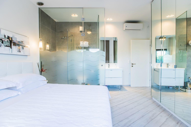 Bedroom 2 with 1 double bed and en suite bathroom