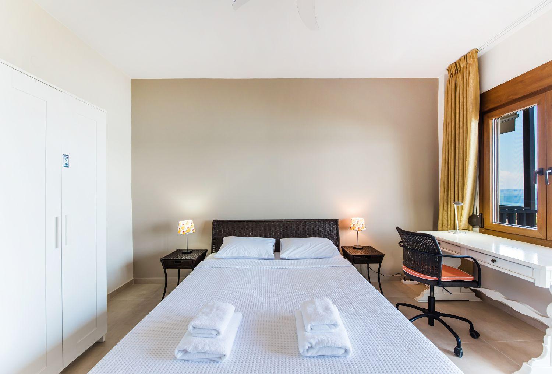 1ο Υπνοδωμάτιο με 1 διπλό κρεβάτι