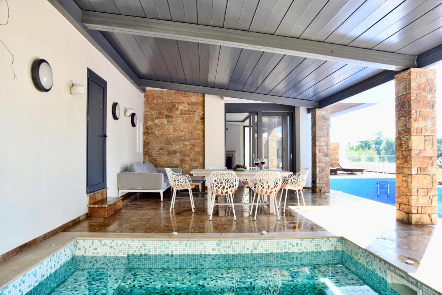 Outside Lounging Areas & Jacuzzi