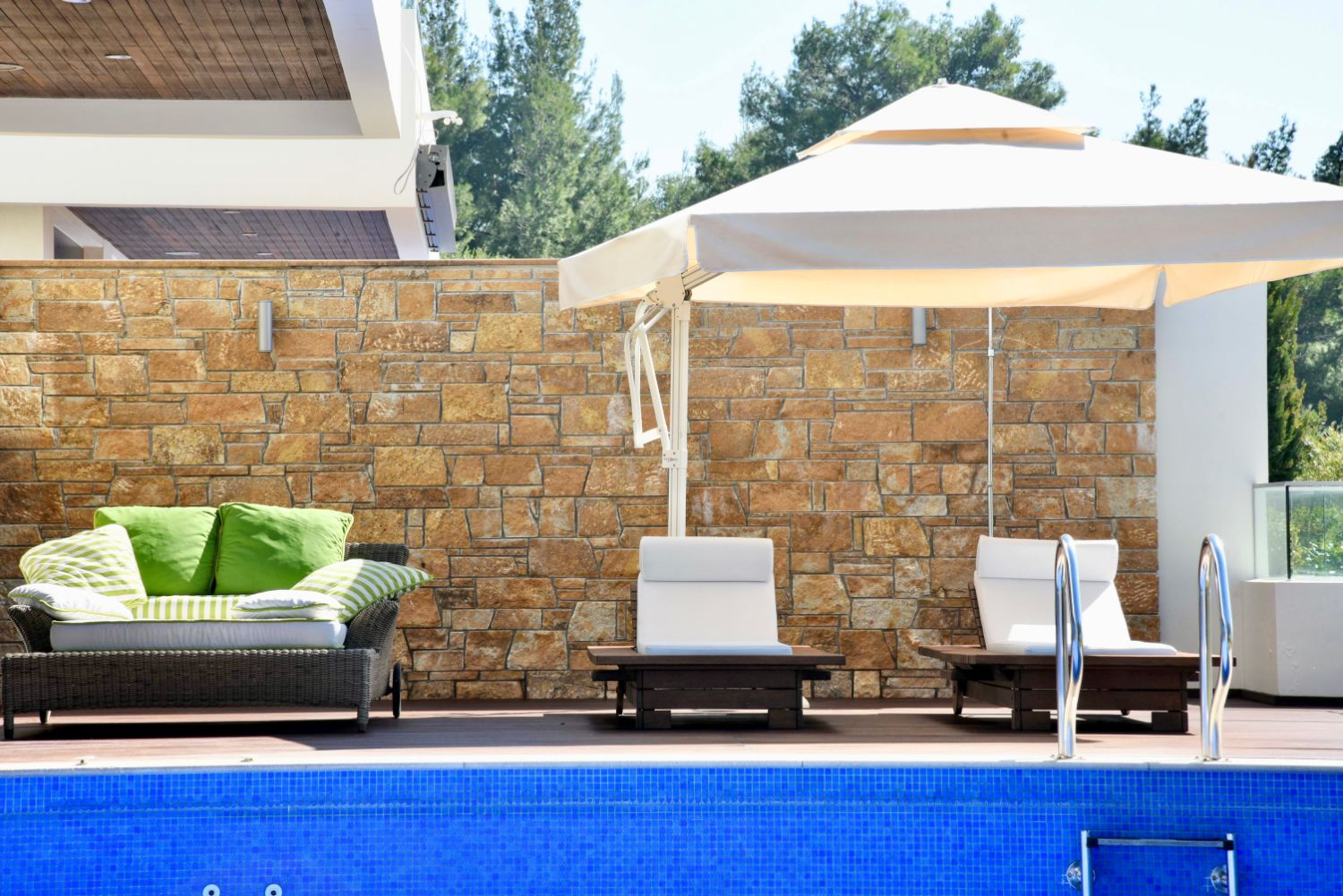 Private Infinity Swimming Pool & Outside Lounging Areas