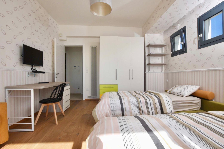 Bedroom 2: 2 Single Beds