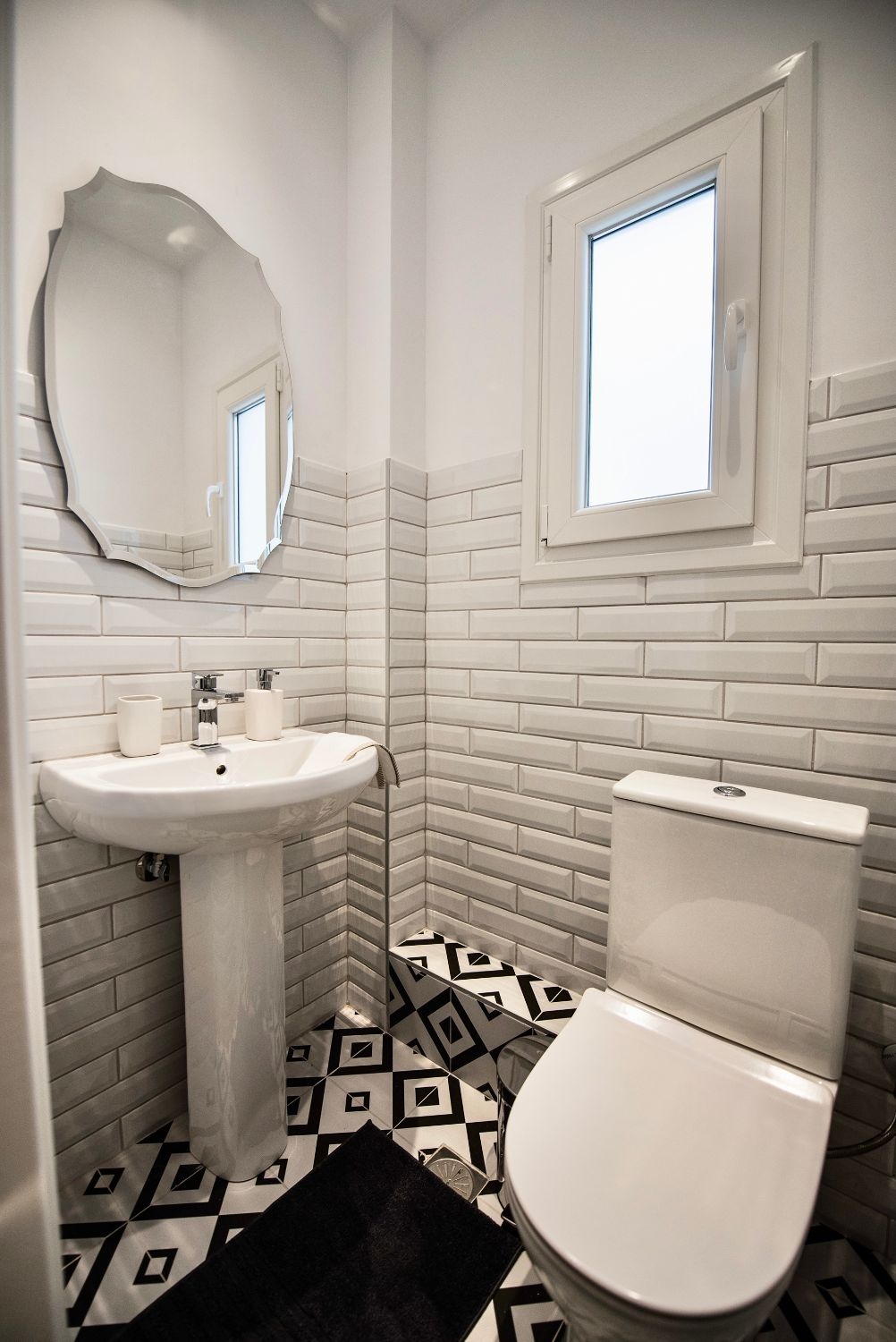 Bathroom 2 with WC